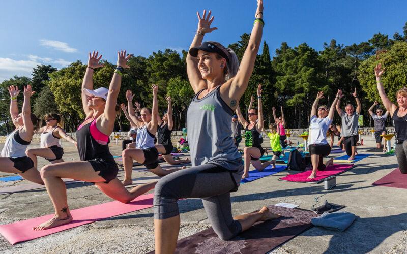 vibes-goes-croatia-yoga-strand